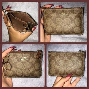 Women's Small Signature Coach Wallet!